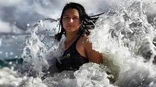 Tulsi Gabbard, una surfista hawaina de origen hindú de 37 años que...