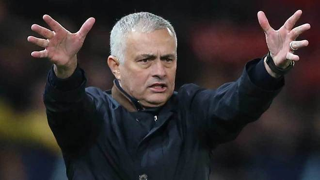Manchester United 'hit former manager Jose Mourinho with gagging order'