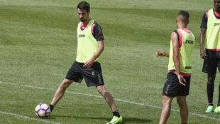 Cuenca, durante un entrenamiento en su etapa con el Granada.