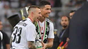 Cristiano and Bernardeschi with the trophy.