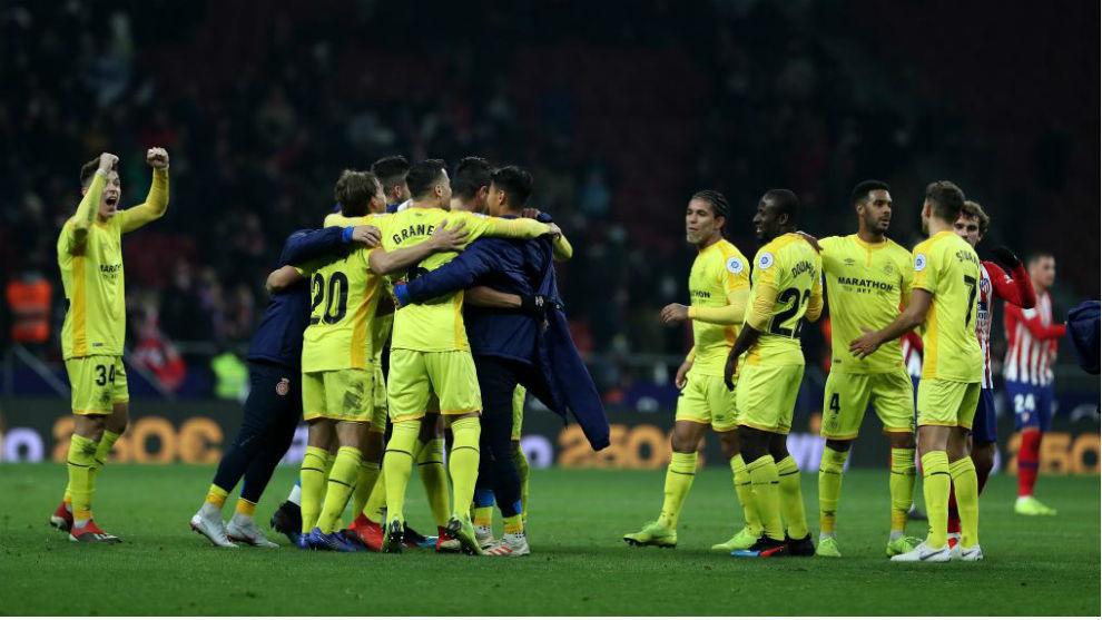 Los jugadores del Girona celebran su pase.
