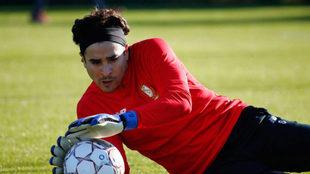 Ochoa sigue destacando en el fútbol de Bélgica.