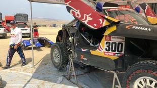 Sainz intenta reparar su coche contrarreloj para continuar en el...
