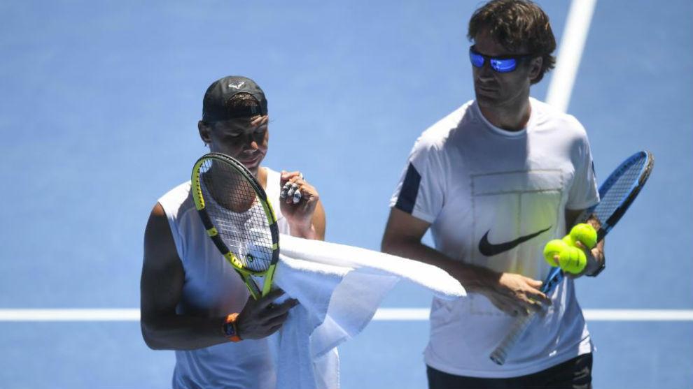 Nadal y Moyá, entrenando en Australia.