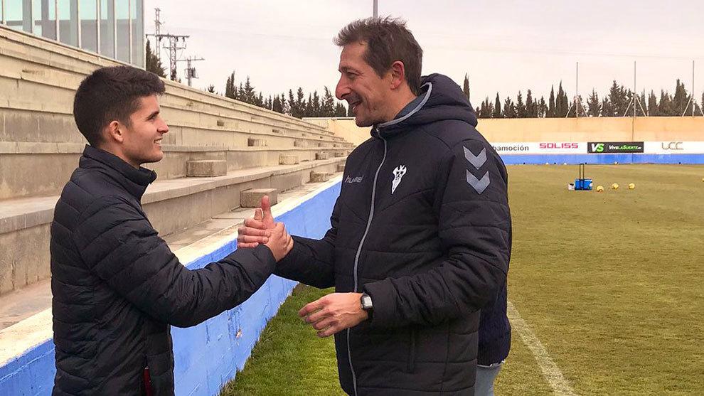Ramis saluda a Álvaro Peña.