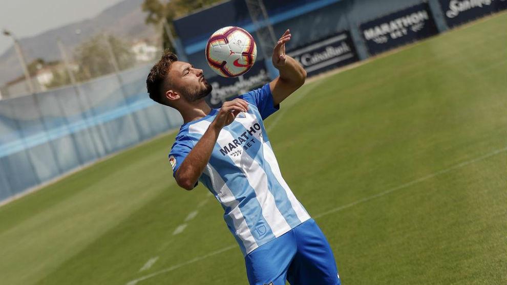 Haksabanovic, con el balón el día de su presentación con el Málaga