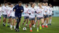 La selección realiza una sesión de entrenamiento en el estadio...