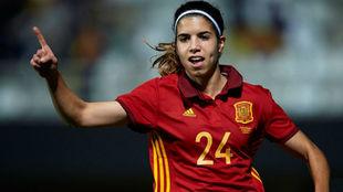 Alba Redondo celebra su primer gol con la selección absoluta.