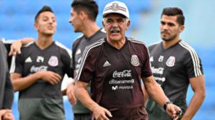 Ricardo Ferretti durante un entrenamiento de la selección.