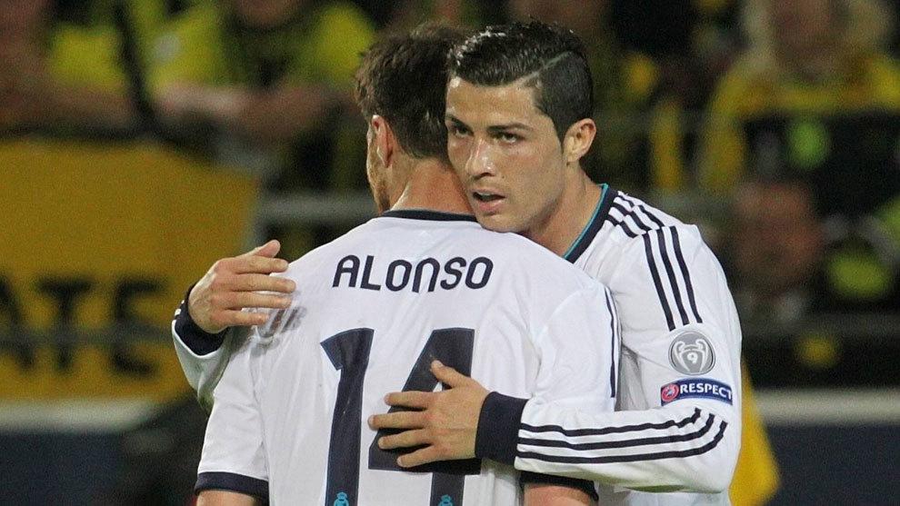 Xabi Alonso y Cristiano Ronaldo durante la etapa de ambos en el Real...
