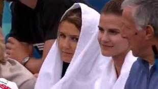 Andreas Seppi no dudó en ingeniárselas para darle una toalla a su...