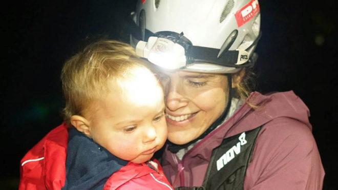 Jasmin Paris junto a su hija Rowan