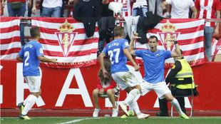 Linares celebra un gol con el Reus.