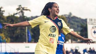 Lucero Cuevas celebra su gol ante Cruz Azul