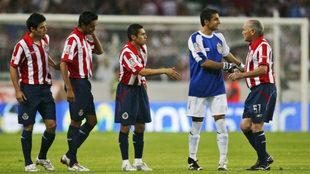 Salvador Reyes saluda a Luis Michel.
