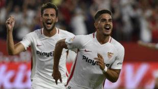 André Silva celebra uno de sus goles ante el Real Madrid.
