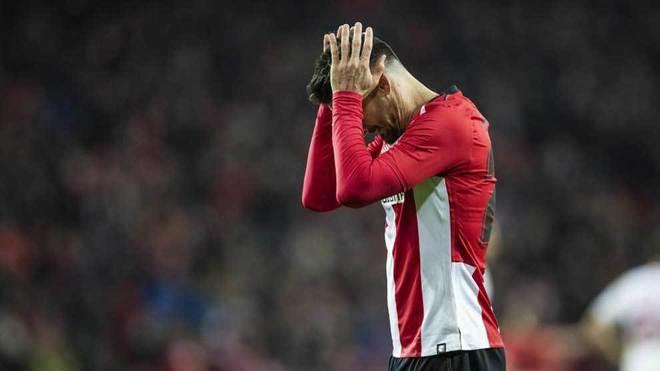 Aduriz tiene en peligro el derbi y el duelo ante el Barcelona
