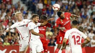 Acción del encuentro Sevilla-Real Madrid de la primera vuelta