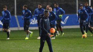 Imanol Alguacil, durante un entrenamiento del equipo txuriurdin en...