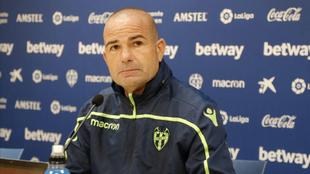 Paco López, en rueda de prensa.