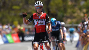 Richie Porte celebra su sexta victoria consecutia en Willunga Hill.