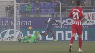 Oblak evita el 1-0 en El Alcoraz ante el Cucho Hernández
