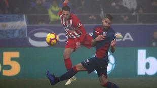 Arias remata para firmar el segundo gol rojiblanco en Huesca.