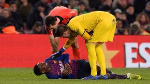 Dembélé cayó lesionado en el minuto 66 del partido ante el...