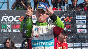 Festejo tricolor en el Autódromo Hermanos Rodríguez