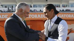 Saludo entre Paco Palencia y Guillermo Vázquez.