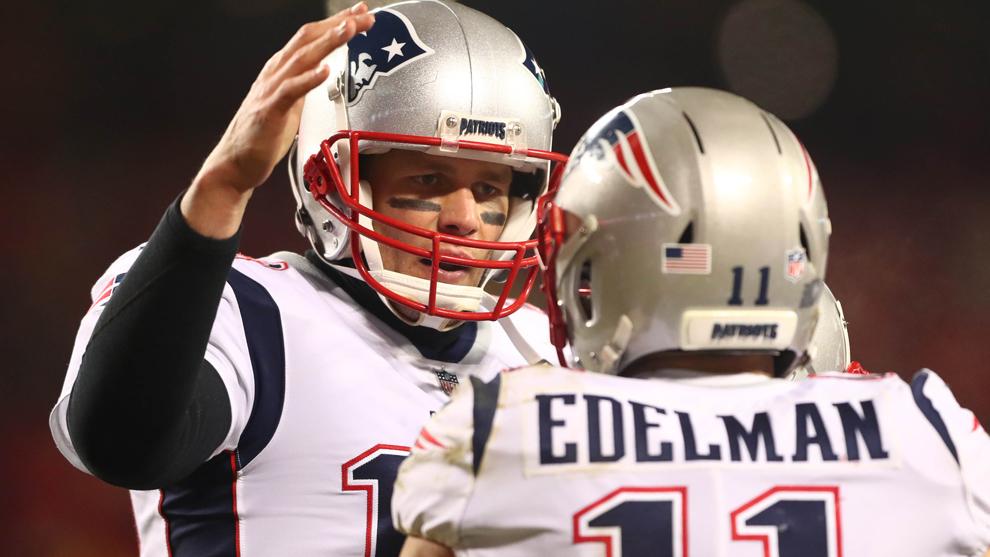 Tom Brady y Julian Edelman festejan.