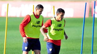 Ganso y Arana, en un entrenamiento del Sevilla.