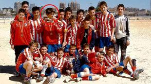 Morata, con el infantil del Atlético.