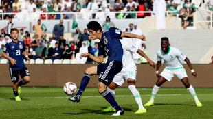 El goleador Tomiyasu, en el Japón-Arabia Saudí.