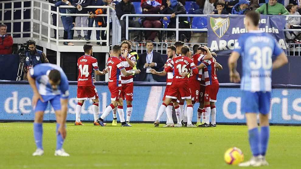 Harper y otro compañero se lamentan del gol del Granada en La...