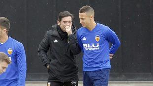Marcelino y Rodrigo hablan en la sesión del pasado domingo en...