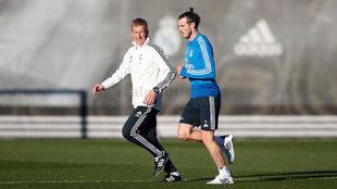 Gareth Bale, haciendo carrera continua durante el entrenamiento.