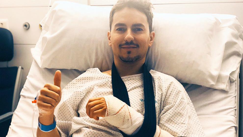 Jorge Lorenzo, tras ser operado.