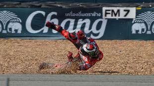 Lorenzo, por los suelos en el segundo libre del GP de Tailandia.
