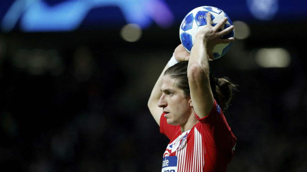 Filipe Luis in a Champions League match.
