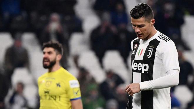 Cristiano se lamenta de su penalti fallado.