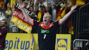 El alemán Wiencek  celebra un gol de su equipo