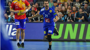 Michaël Guigou celebra un gol en el partido ante España