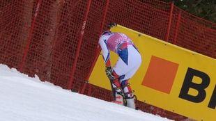 Jean-Baptiste Grange doliéndose de la rodilla izquierda tras...