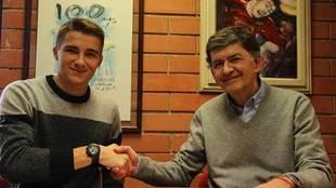 Salva Ferrer junto al presidente Josep Maria Andreu