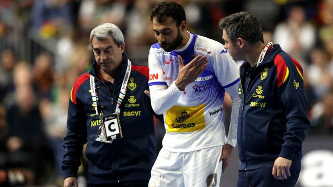 Daniel Sarmiento, cuando se retiró lesionado en el partido frente a...