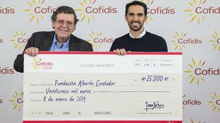 Juan Sitges y Alberto Contador, en el acto de entrega de los 25.000...