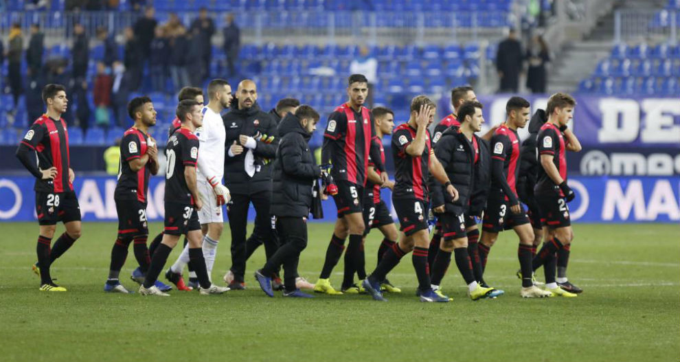 Los jugadores del Reus, tras ganar al Málaga en La Rosaleda.