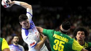 Álex Dujshebaev en el duelo ante Brasil.