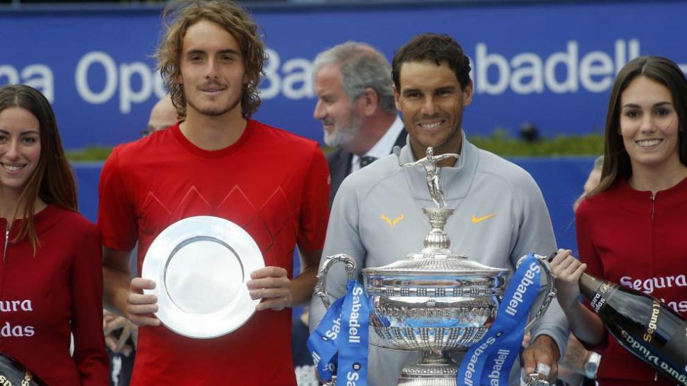 Stefanos Tsitsipas y Rafael Nadal, tras la final del Trofeo Conde de...